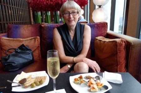 Enjoying Mandarin Oriental Club Lounge