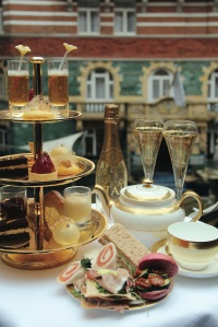24 Karat Gold Afternoon Tea 2 med