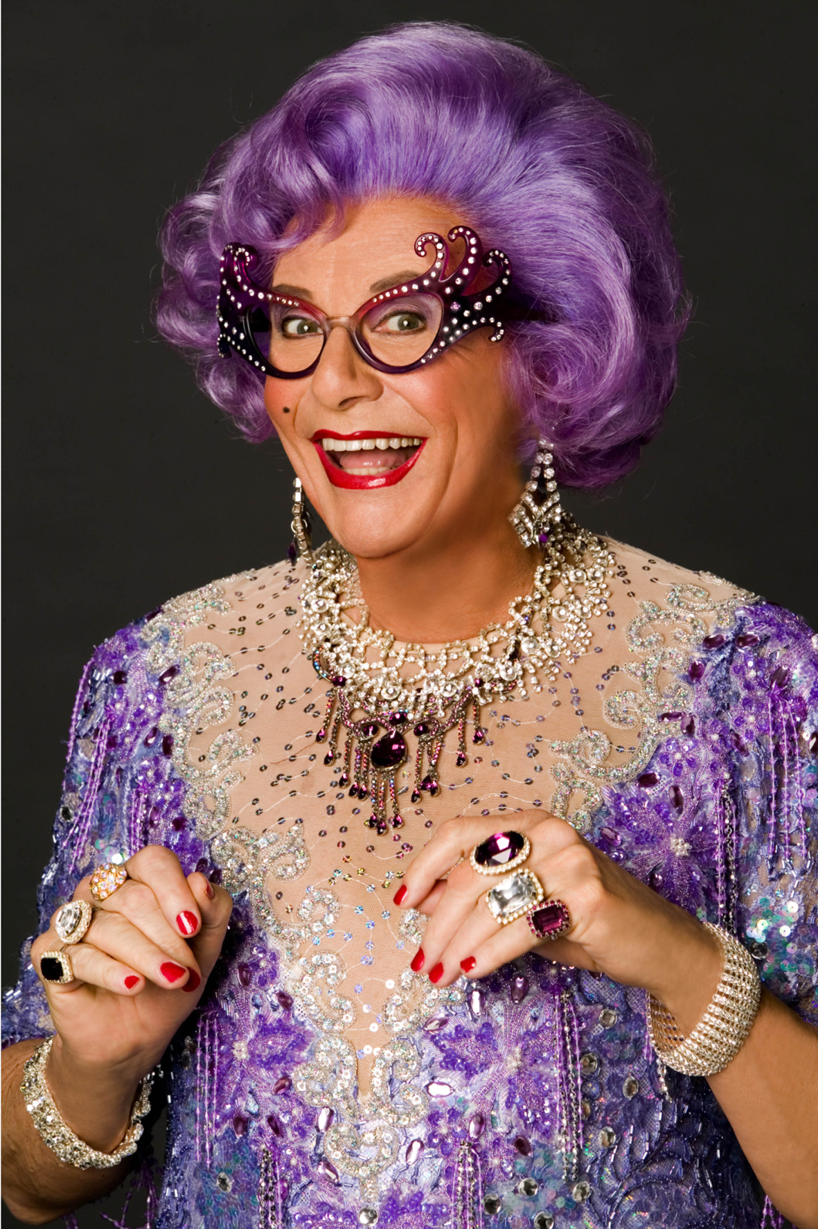 Dame Edna Everage | SANDRATBLOG.COM