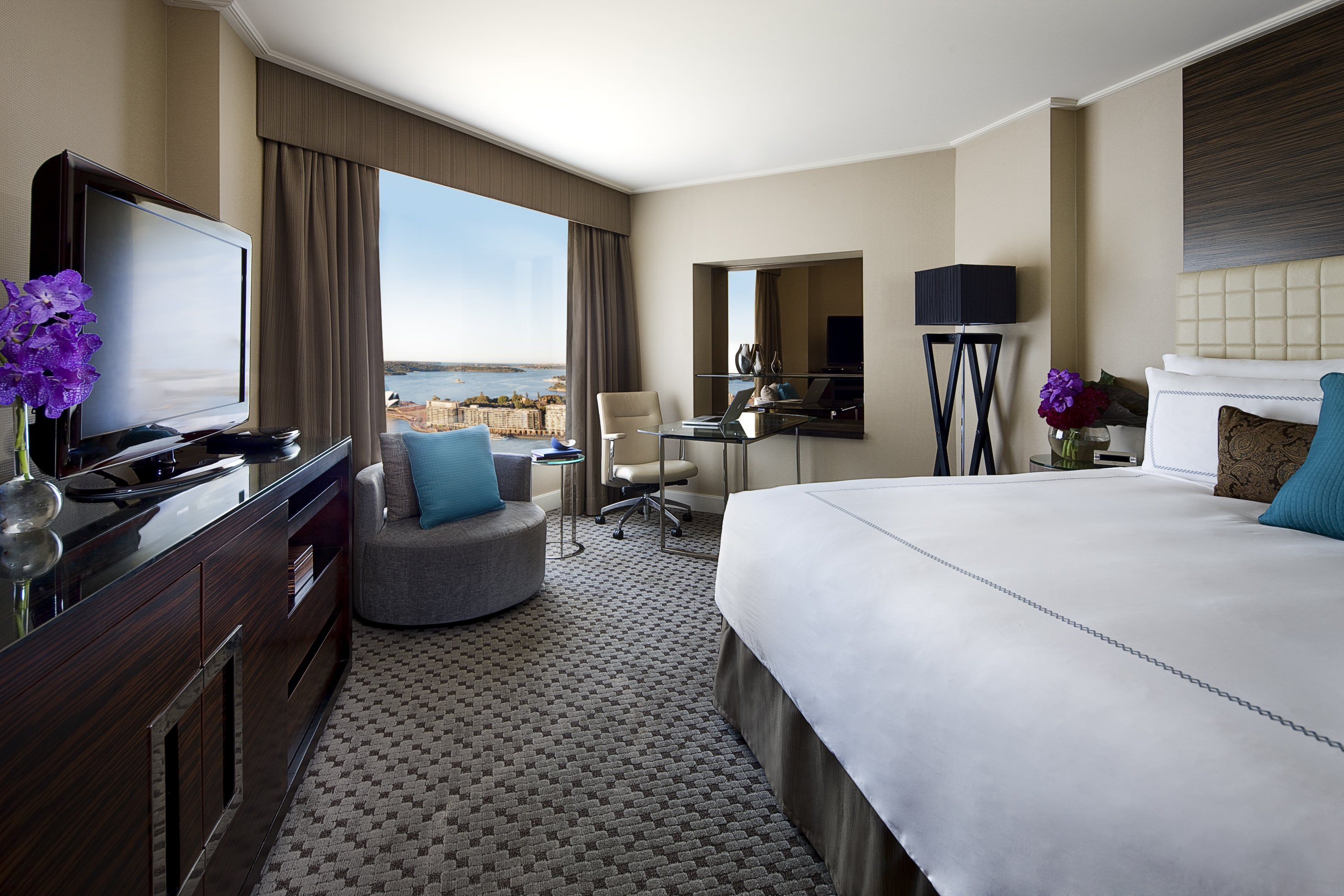 Four Seasons Sydney Deluxe Harbour View Room