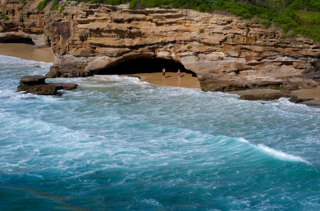 Caves Beach S